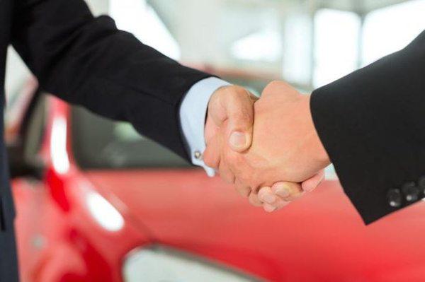 Почему страховщики навязывают клиентам